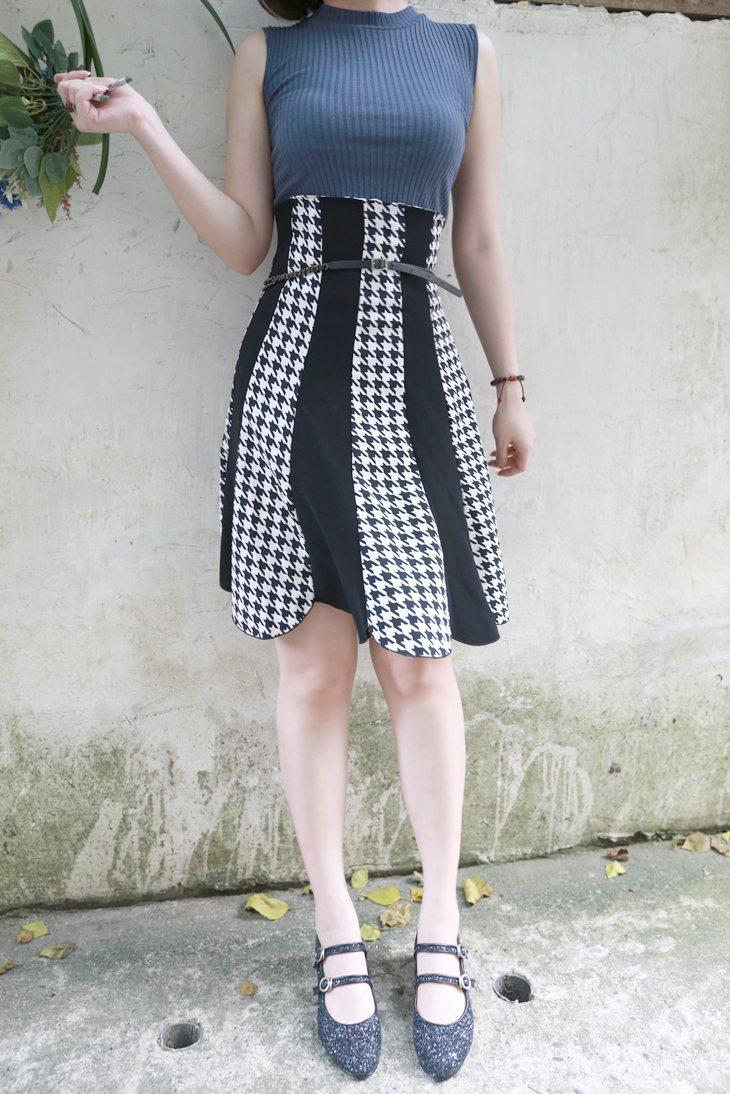 穿到胸下的高腰及膝裙讓身材顯得更性感,千鳥格的印花穿起來復古又貴氣~搭配娃娃鞋感...