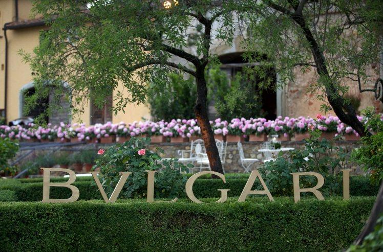 義大利花園Giardini系列高級珠寶融合經典建築與花卉元素之美。圖/寶格麗提供