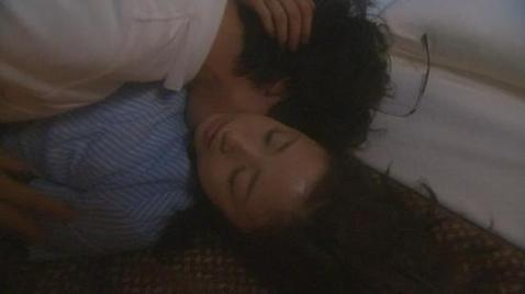 據日媒報導,由木村拓哉主演的《I'm Home》上周四劇情中,上演與上户彩的床戲中,兩人激情舌吻、緊抱,嚇壞現場工作人員。報導中指出,據一位相關工作人員表示,劇本上原先只是寫輕吻,但正式拍...