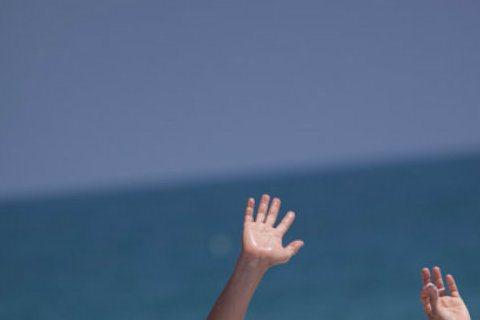 金鐘影帝李銘順昨出席刮鬍刀品牌記者會,最近和妻子范文芳參加大陸真人秀「出發吧愛情」,到鄉野中生活,被問是否有二度蜜月的感覺?他笑說:「比較像是考驗感情之旅。」李銘順笑說,和范文芳交往初期幾乎是「3天...
