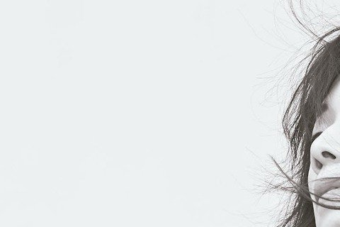 女版五月天顛覆歌迷想像?日前五月天在臉書釋出一段「她的五月天」30秒影片,內容由眾多女聲演唱五月天的經典歌曲,女聲真面目引發網友猜測,昨謎底揭曉,其中一位女聲就是金曲歌后林憶蓮,原來是五月天找上10...