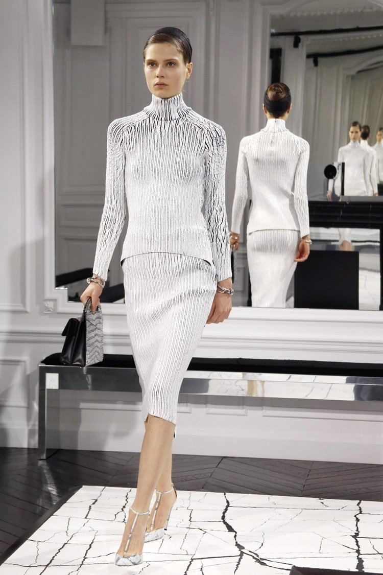 高領毛衣這幾年也很流行。圖/Balenciaga提供