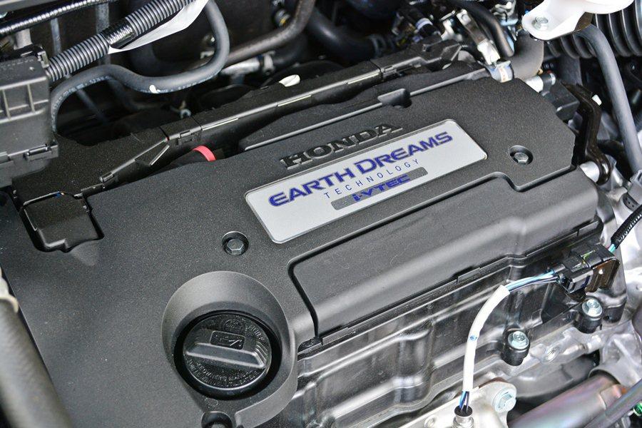 2.4升i-VTEC汽油引擎,它以環保節能為出發,運轉比較偏重低速起步的勁道,並...