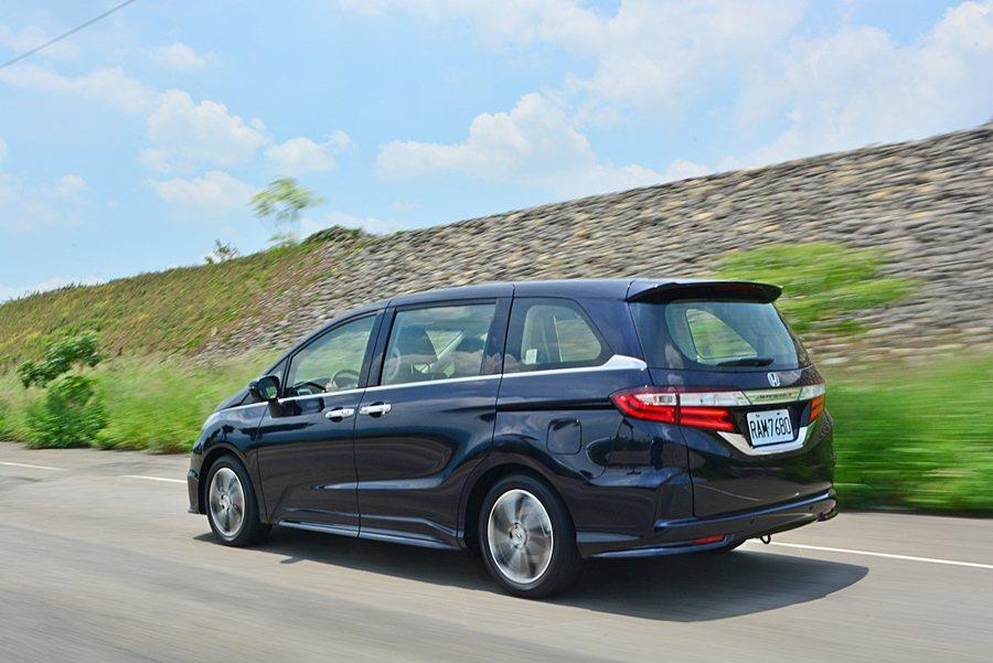 全車噪音的抑制也OK,高度靜肅性,維持了高寧靜度的行車環境,高速風切噪音極小,車...
