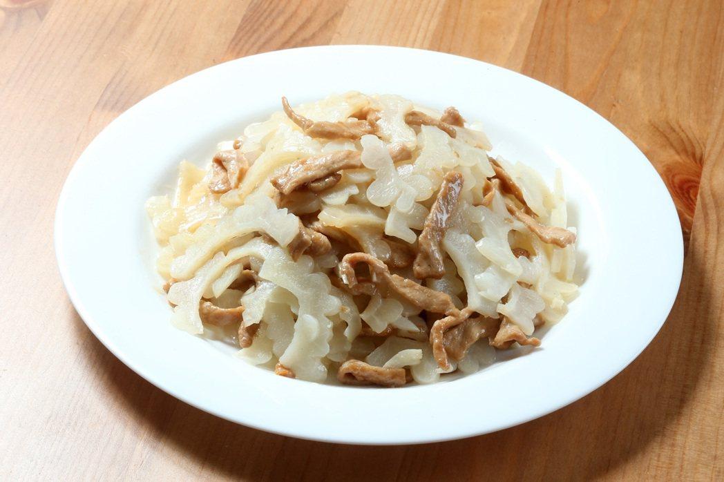 多吃苦的食物能幫助瀉火,像是苦瓜、蓮子心、芹菜等。 記者陳立凱╱攝影
