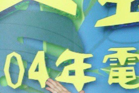 剛由坎城宣傳侯孝賢新片「刺客聶隱娘」返台的謝欣穎表示,今年工作很多,接下來要宣傳「屍憶」與「刺客聶隱娘」,雖想和交往6年的男友結婚,但結婚是兩個家族的事,得尊重長輩的意見,按傳統禮俗提親、選日子、舉...