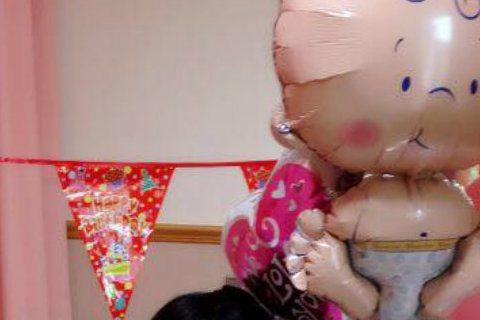 在醫院安胎3個多月的主播蕭彤雯,今天順利剖腹產下2176公克的兒子「小西瓜」。據《蘋果日報》報導,雖然「小西瓜」提早在34周就生產,但他一出生哭聲就很宏亮,讓蕭彤雯放心不少。據報導,蕭彤雯生第二胎過...