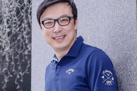 台灣戲劇「花系列」當家小生林煒時隔20年將重拍「花系列」,香港籍的他為取得台灣居留權,拋妻棄女在台灣坐監,將有一年不得出境,正好趕上台灣時裝劇的翻拍。他透露新版的「花系列」會增加新的社會現象,只是他...