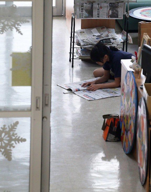 台東均一中小學學生,讀報是每天必修的作業。記者劉學聖/攝影