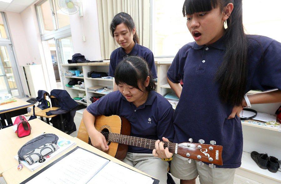 台東均一中小學學生快樂學習。記者劉學聖/攝影