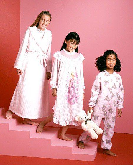 萊頓明絲特11歲搬到紐約之後,簽給了 Wilhelmina 模特兒經紀公司,拍了...