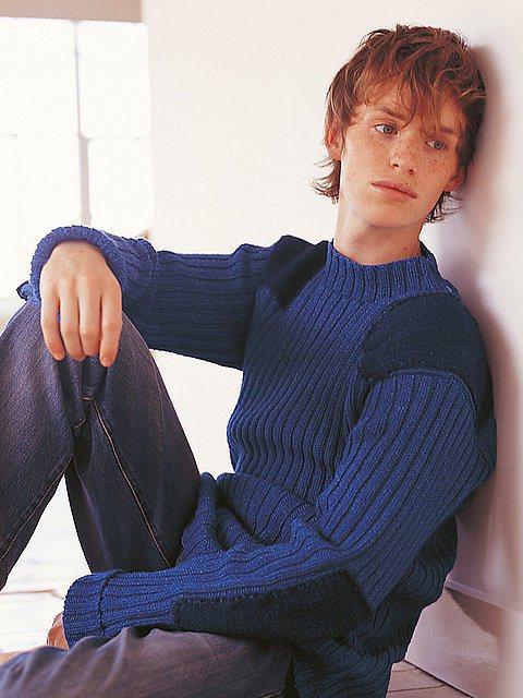 奧斯卡影帝 Eddie Redmayne 在04年當模特兒時,臉上明顯的雀斑搭配...