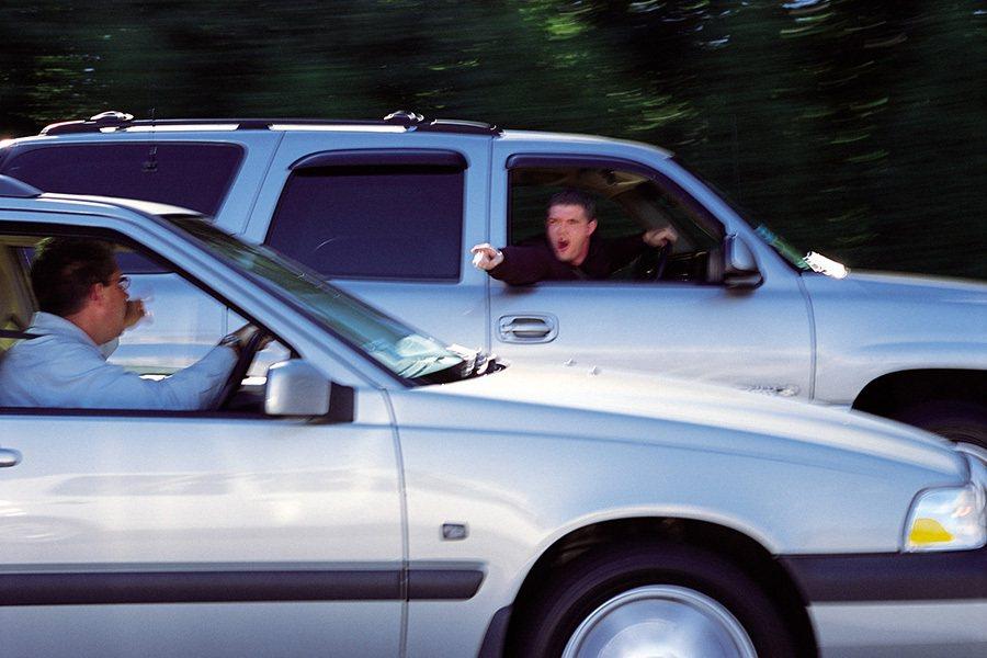 不要再指來指去了,看前面的路呀! trustedcarbuyers.com提供