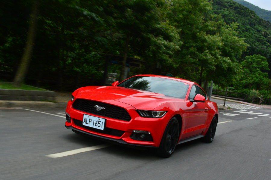 換上2.3升EcoBoost引擎後,全新Mustang無疑擁有更強悍的性能表現。...