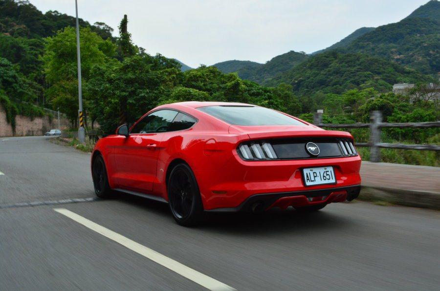 第六代Mustang比前代3.7升車型進步不少,但或許是變速箱及車重關係,未讓人...