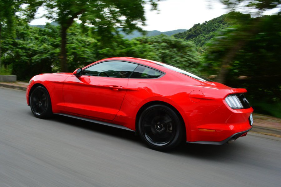 New Mustang改善前代車型那種不協調、轉向不精準的缺點,有種向歐洲車靠攏...