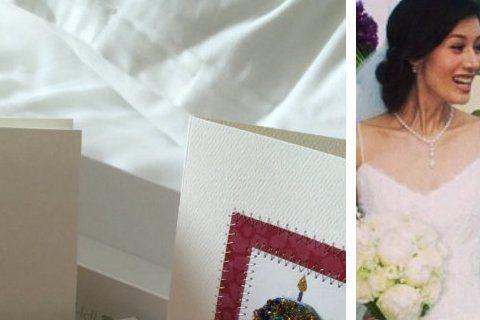 港星李嘉欣今度過45歲生日,她在微博秀出富豪老公許晉亨送的禮物,許晉亨為討老婆歡心,花費不少心思,特別訂製了粉紅色的iPhone 6 Plus,底部還以李嘉欣的英文名字「Michele」縮寫「m」寫...