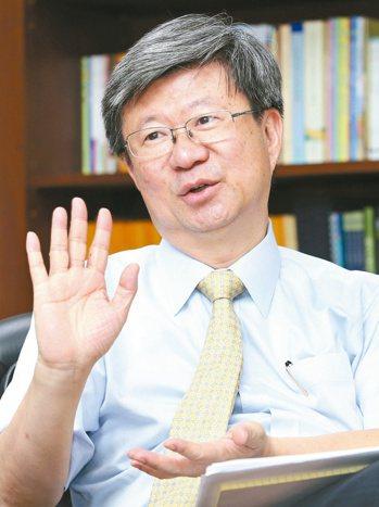 教育部長吳思華接受本報獨家專訪,談論偏鄉教育的問題與解方。 記者林澔一/攝影