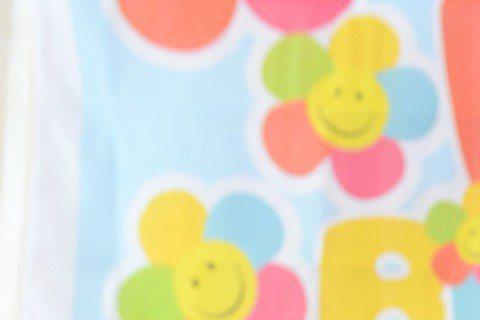 品冠的女兒Vivian本月23日將滿1歲,他趁端午佳節提早幫女兒慶生兼辦抓周禮,從醫生聽診器、精算師的計算機、鋼琴家鍵盤、畫家彩臘筆到象徵化妝師的彩妝組合等,幾乎買齊士農工商所有道具,不過他刻意先把...
