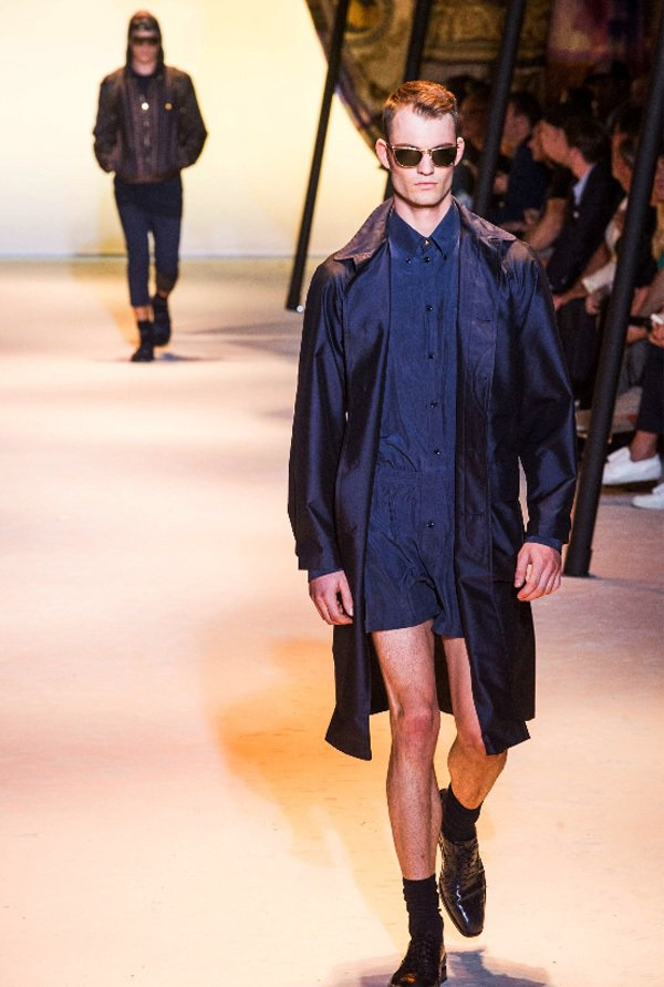 VERSACE明年春夏男裝洋溢濃厚中東風情。圖/美聯社