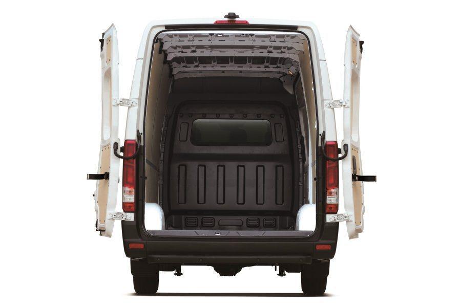 載重量達3.5噸的長軸商旅車型,可搭配5.5m或6.5m後廂,全載積達12.9立...