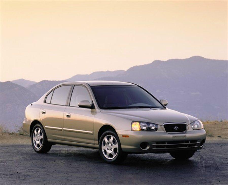 2004年當時的Elantra外型較無特色,銷量也不佳。 摘自hyundaine...