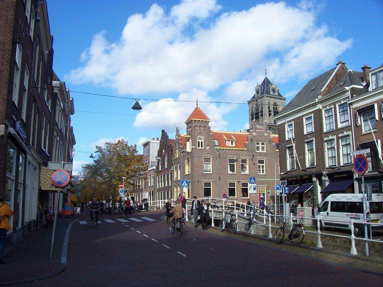 人口10萬人的荷蘭小型城市台夫特(Delft)是「交通寧靜區」政策的發源地。 photo cedit: Alberto Garcia(CC BY 2.0)