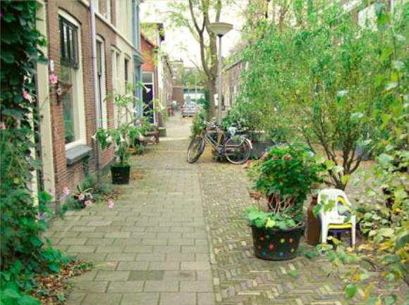 台夫特一處社區內的交通寧靜街道。 圖擷自Woonerf revisited, Delft as an example