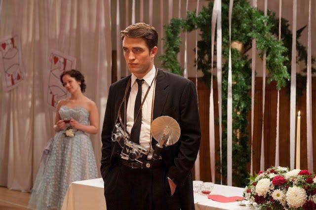 羅伯派汀森扮攝影記者丹尼斯史托克。圖/擷自tumblr.com