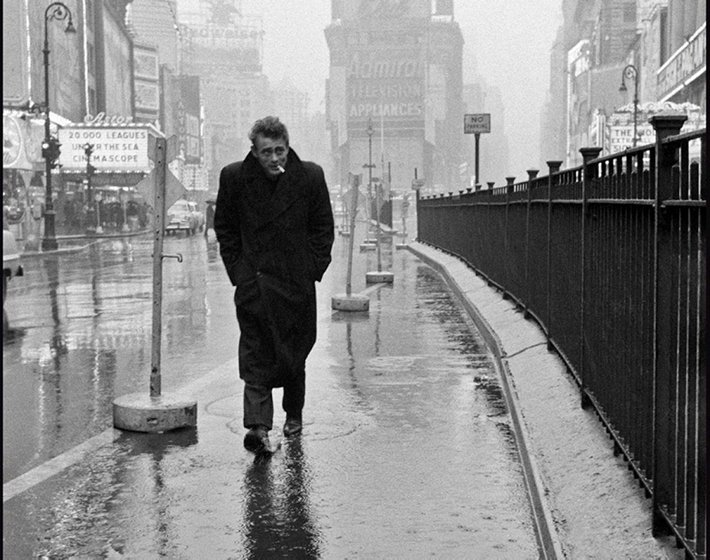 丹尼斯史托克是 Life 雜誌知名攝影記者,他為詹姆士狄恩拍攝的一組照片可以說是...