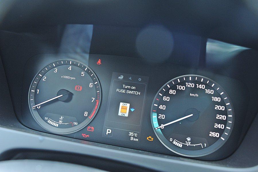 安全規格上,Sonata也和Passat的歐系品牌旗鼓相當,主被動安全配備都是標...