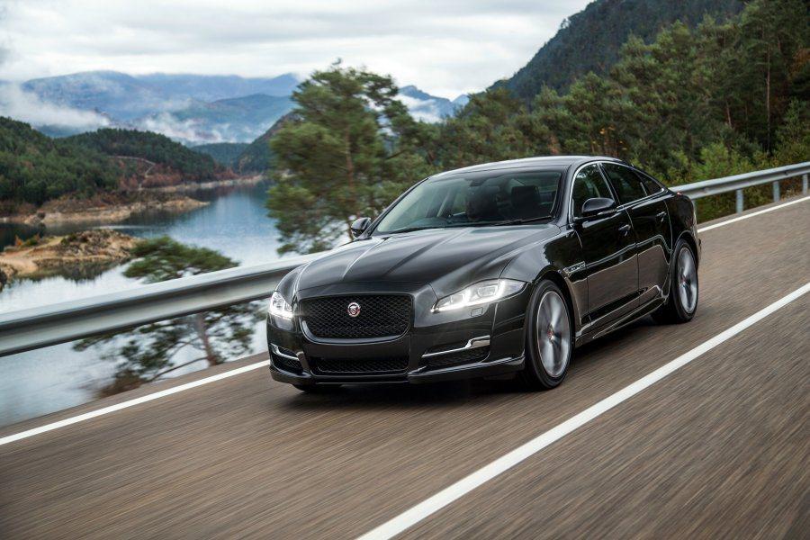 大面積水箱罩與全LED大燈,讓車頭扮像更霸氣威猛。 Jaguar提供