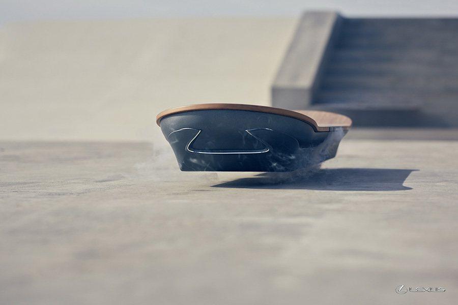 滑板前/後端皆植入了象徵 Lexus家族精神的 Spindle Grille紡錘...
