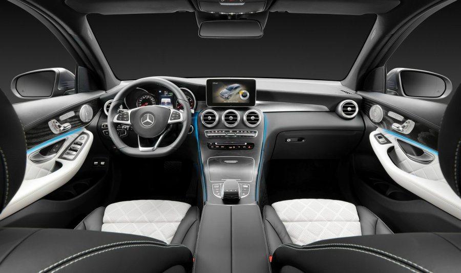 內裝提供豐富配色讓消費者選擇,而車內亦配有氣氛燈。 M.Benz提供