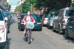 宜蘭-採訪側記/窄巷被占滿 騎車像逃命