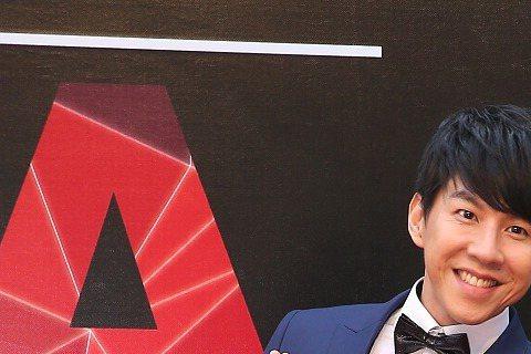 第26屆流行音樂金曲獎頒獎典禮星光大道主持人Dennis與楊千霈。