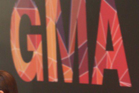 HUSH粉嫩登上2015金曲紅毯,造型很有型喔!
