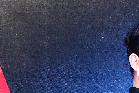 入圍最佳樂團的佛跳牆走金曲紅毯,戴佩妮褲裝露背登場,幹練又性感。