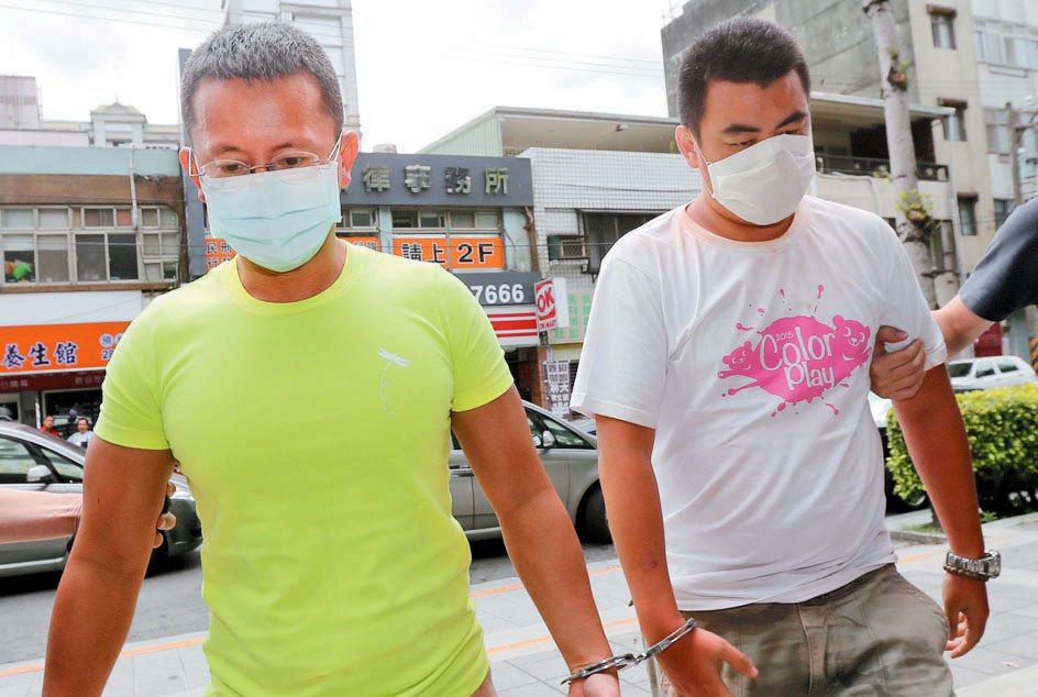 八仙樂園舉辦「彩虹派對」負責人呂忠吉(左)上午被移送士林地檢署。 記者蘇健忠/...