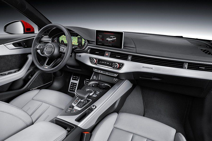 座艙為全新設計,有全新配色,用料升級,前座正面空調出風口橫貫整個正面,使車室更顯...