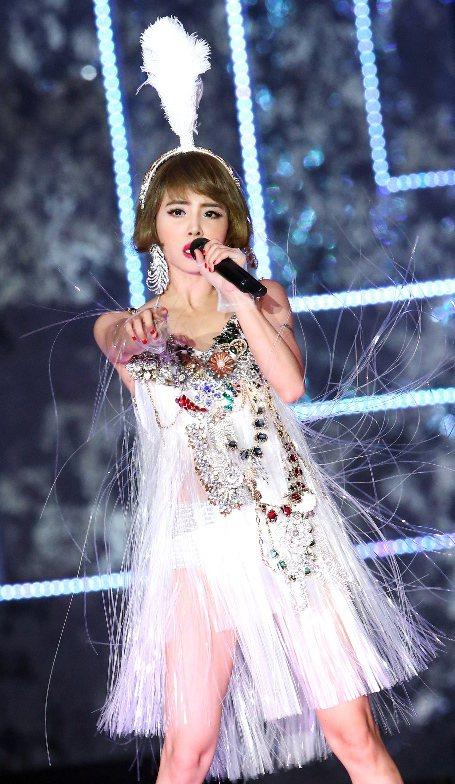 蔡依林2015 Play世界巡迴演唱會在台北小巨蛋舉行第三場,百變的她以華麗銀色...