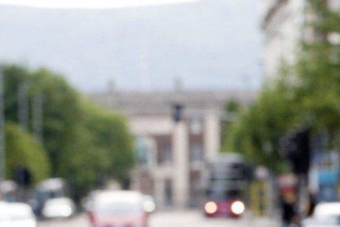 電影「即刻救援」系列「地表最強老爸」連恩尼遜好爸爸形象深植人心,但在BBC製作的電影「天堂五分鐘」卻成希望獲得原諒的殺人犯,活在良心自責的地獄。「天堂五分鐘」改編自真實事件,由「帝國毀滅」(Down...