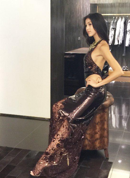 Akemi出席Roberto Cavalli秋冬發表,性感身段一覽無遺。圖/記者...