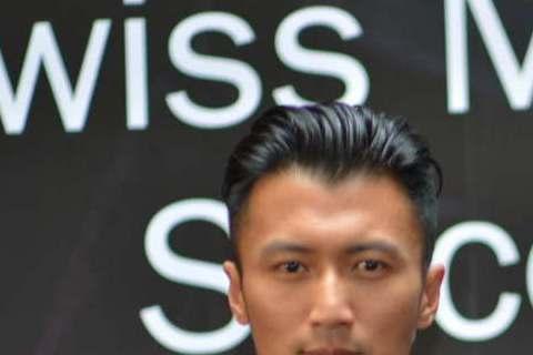 瑞士機械表品牌Oris在北京東方廣場開設專賣店,代言人謝霆鋒應邀出席7月3日開幕活動,現場吸引數百名民眾圍觀,場面熱鬧。正在拍攝「十二道鋒味」第二季的他笑說,希望Oris打造一款能在廚房使用的專業手...