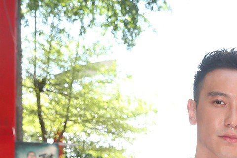 電影「角頭」5日晚上首映會後的After Party,小鬼、王陽明在看完電影後,紛紛鬆了一口氣,擔心自己的演技成了害群之馬,沒想到意外反而出奇地好。小鬼黃鴻升坦言看片前,情緒緊繃,擔心自己的演出被王...