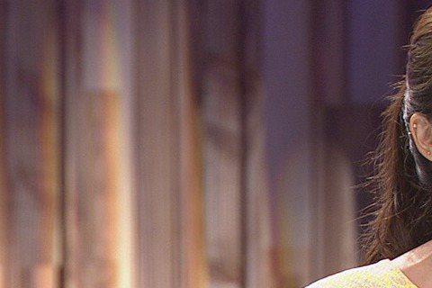 吳亞馨日前上公視「爸媽囧很大」,她從小姊代母職,照顧弟弟長大,回憶國中時抱弟弟出門買東西,沒想到老闆竟問她「妳怎麼這麼辛苦,還帶兒子出來買冰吃?」她當場忍不住垮臉,沒好氣回「這是我弟好嗎!」因為和弟...