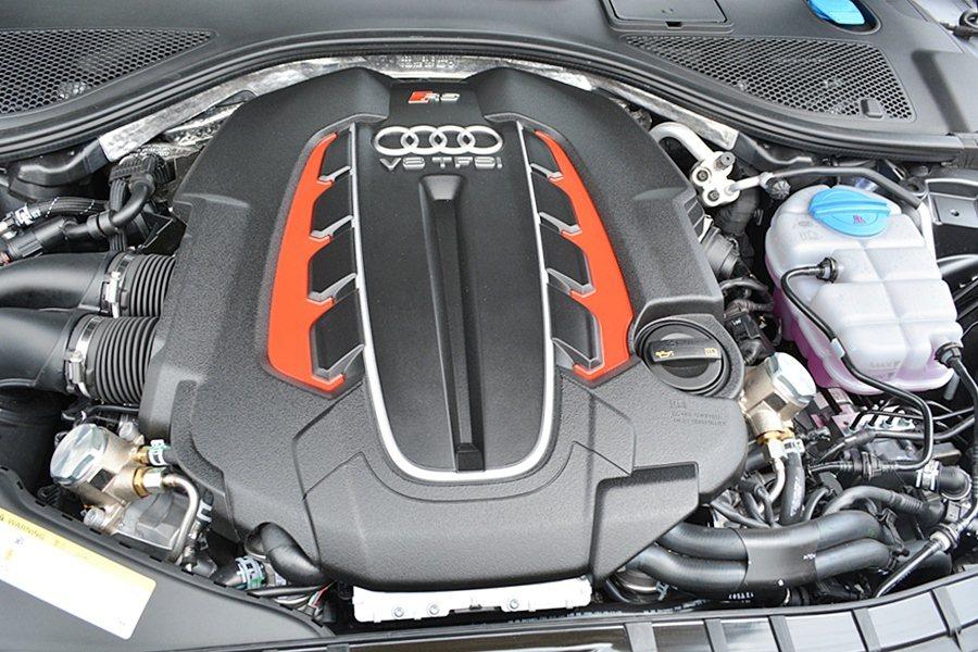S6與S6 Avant搭載V8 TFSI引擎,最大馬力提升34匹達到450hp。...