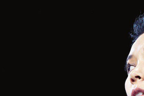 莫文蔚長年致力於公益活動,特別關心動物權益,近來她與亞洲動物基金及大陸設計師品牌合作,推出以保護月熊為主題的公益服飾,她的「寶貝兒子」──認養的月熊成為她的設計靈感,衣服完成後,莫文蔚迫不及待把成品...