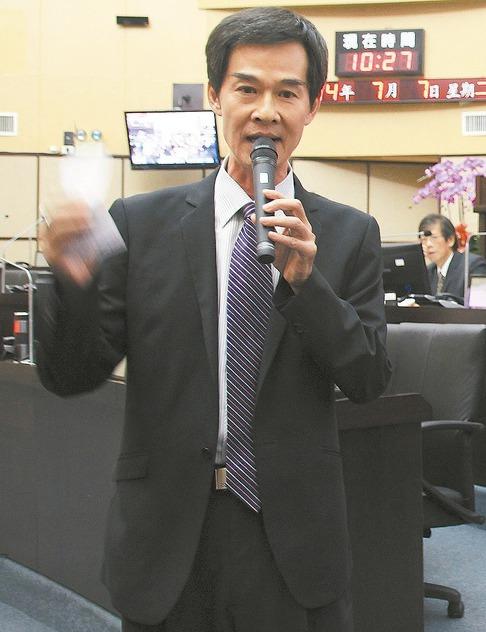 台南市議員林阳乙在議會質詢時指出「在路邊取締酒駕沒關係,但警察在勞工聚集地區監視...
