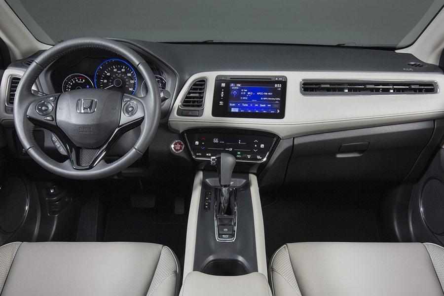 你是否也覺得單一式中控螢幕顯示比較不會讓人感到眼花撩亂? Honda提供
